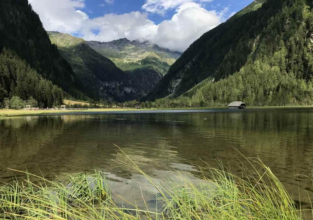 Einer der schönsten Plätze in Mallnitz: Der Stappitzer See im Nationalpark Hohe Tauern