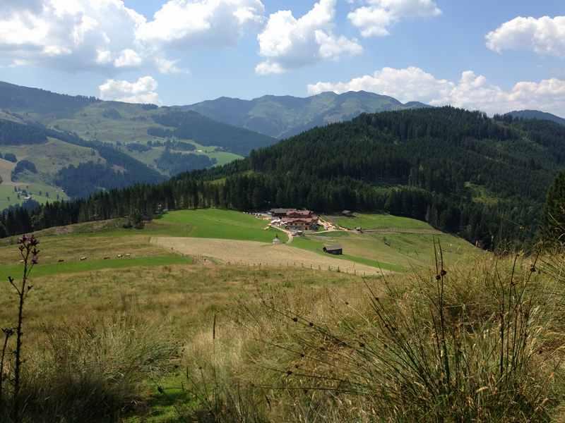 Maria Alm - die Jufenalm mit dem Alpengasthof. Unser Ausgangspunkt für die Familienwanderung Salzburg