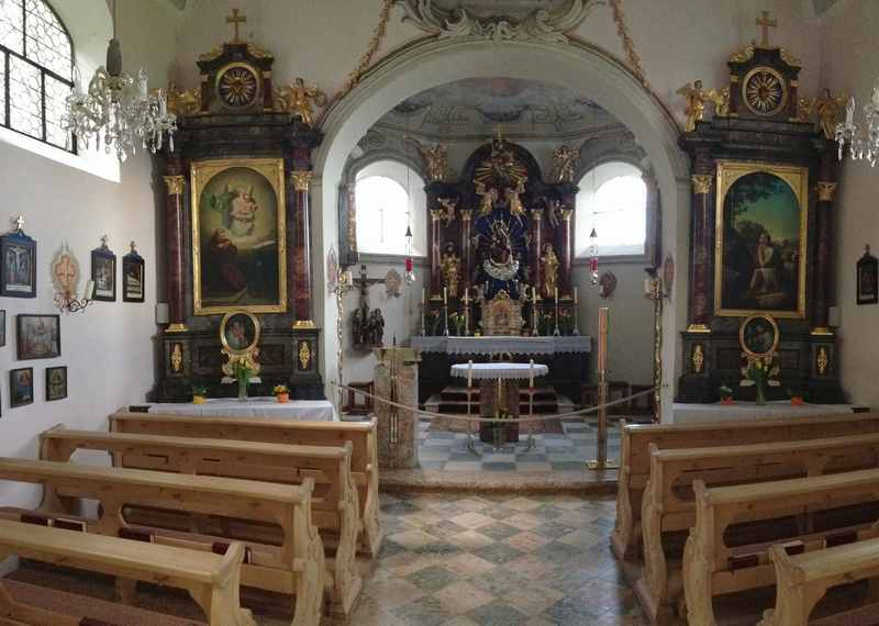 So schaut die Maria Brettfall Kapelle von innen aus, Zillertal in Tirol