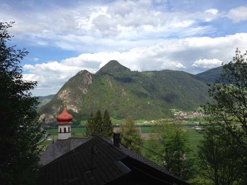 Die Maria Brettfall Kapelle im Zillertal, zum Wandern mit Kinderwagen