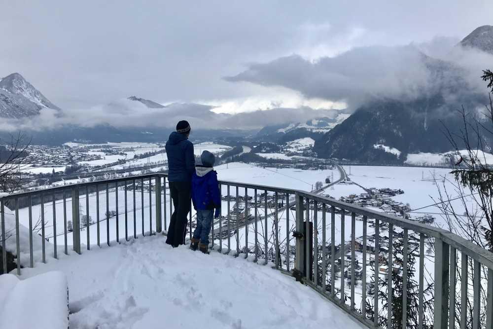 Das Ziel unserer Winterwanderung mit Kindern in Maria Brettfall: Die Aussichtskanzel
