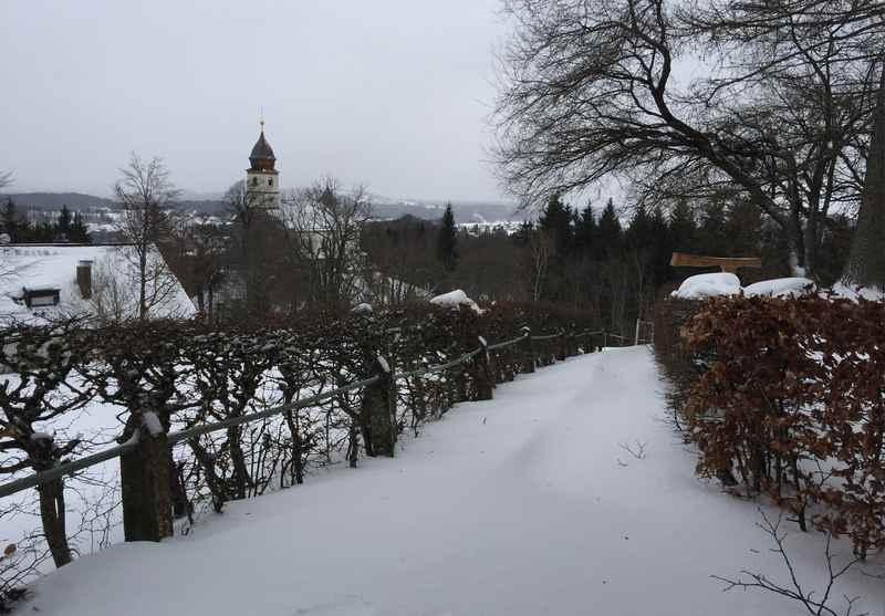 Rodeln Chiemsee: Vom Kloster Maria Eck rodeln in den Ort Bergen am Chiemsee zur Hochfellnseilbahn