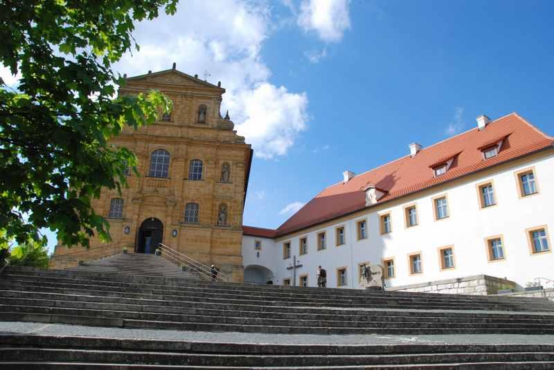 Mariahilfberg Amberg wandern: So schaut die Mariahilberg Kirche von der Nähe aus
