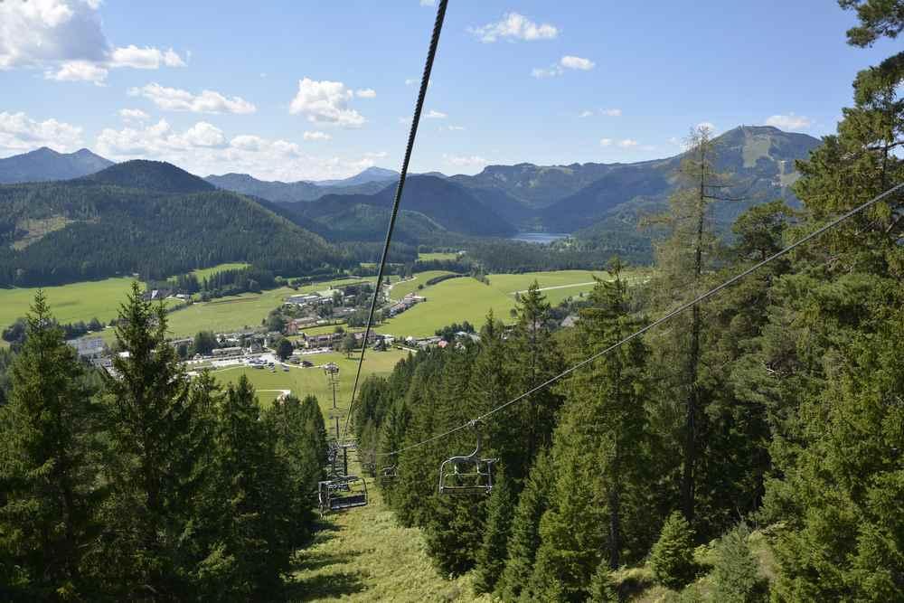 Diese Aussicht haben wir bei der Auffahrt auf die Berge - hinten auch der Erlaufsee