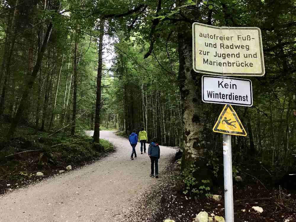 Das ist die Forststrasse direkt zum Schloss Neuschwanstein und der Marienbrücke