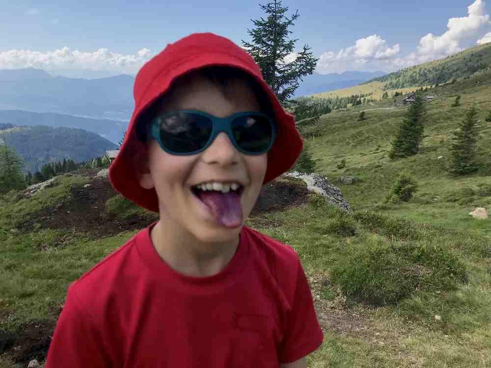 Und im Sommer wachsen die Heidelbeeren, die eine blaue Zunge bescheeren