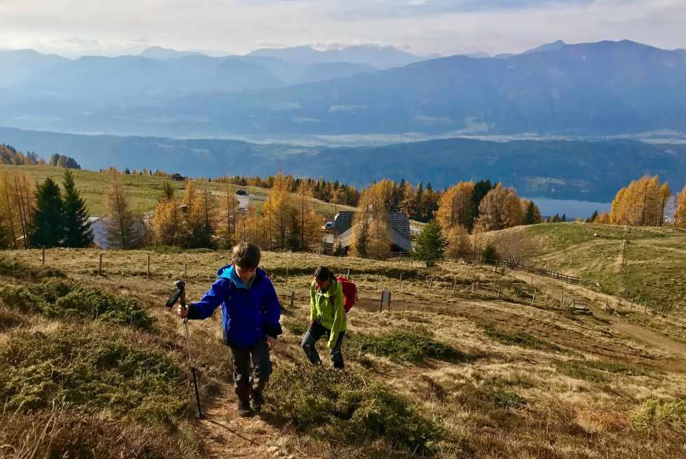 Auf der Millstätter Alpe wandern wir mit Kindern oberhalb der Lammersdorfer Hütte