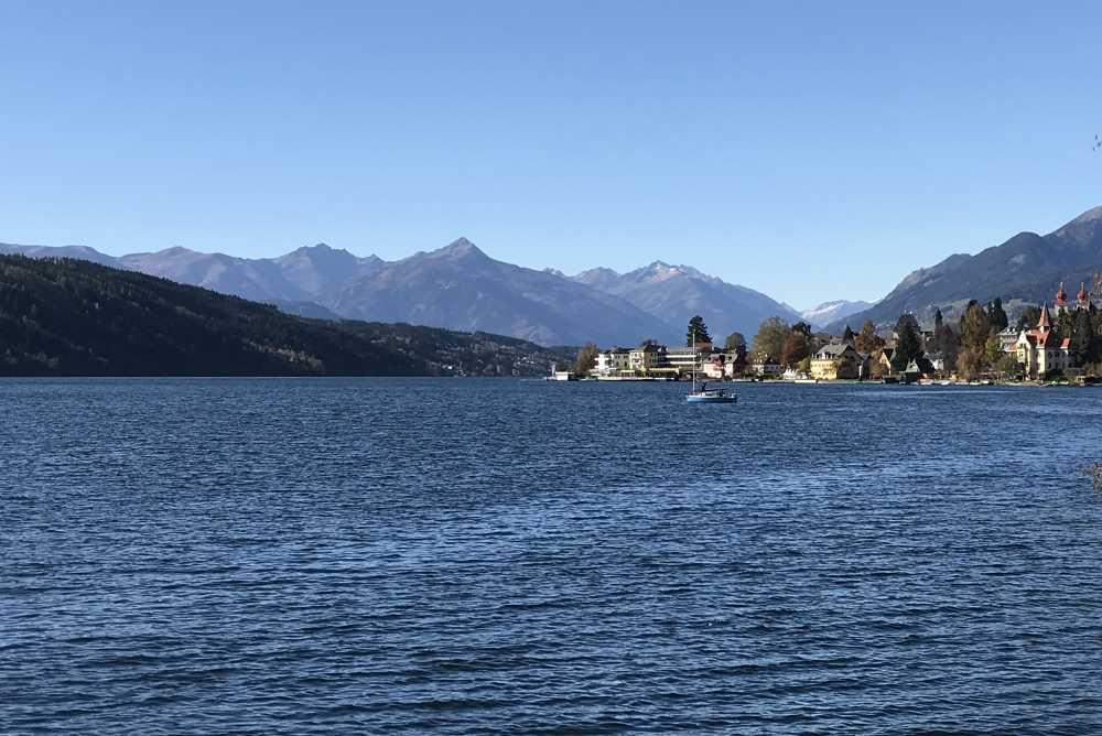 Unten am Millstätter See scheint die Sonne im Süden - Urlaub schon bei der Anreise nach Kärnten.