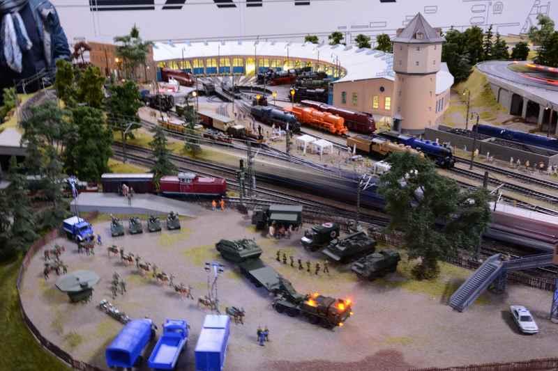 Der spannende Teil für Kinder: Die riesige Miniaturlandschaft mit Eisenbahnen