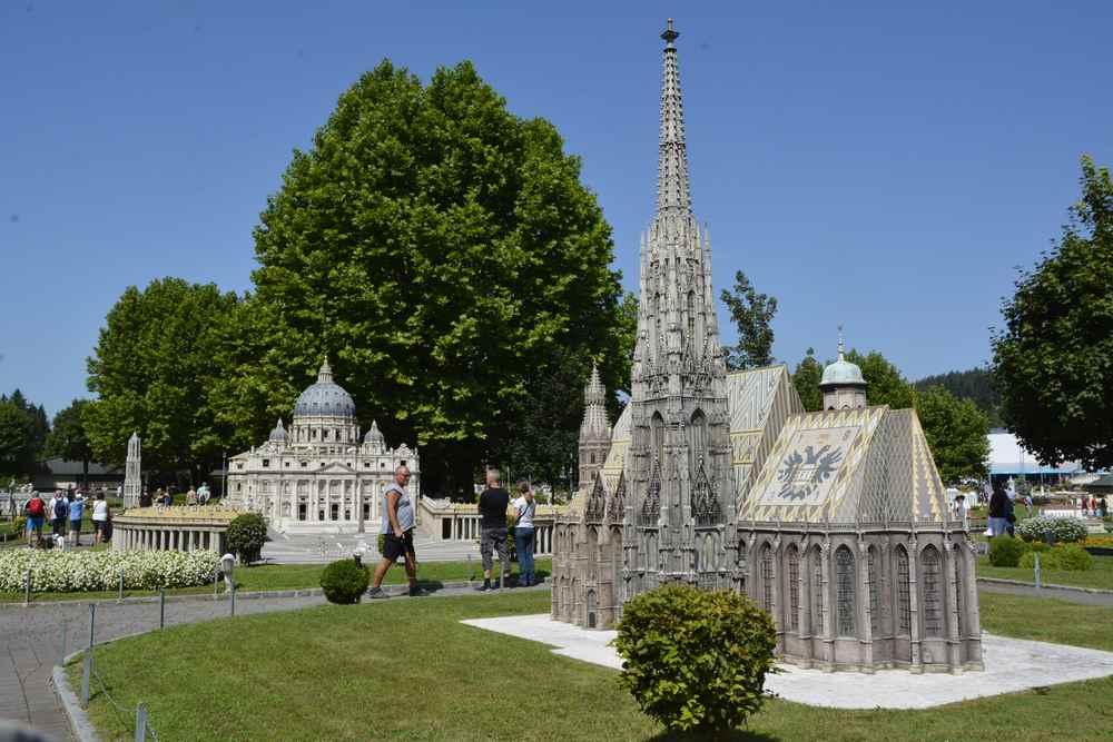Der Wiener Stephansdom neben dem Vatikan? Das gibt es nur im Minimundus in Klagenfurt