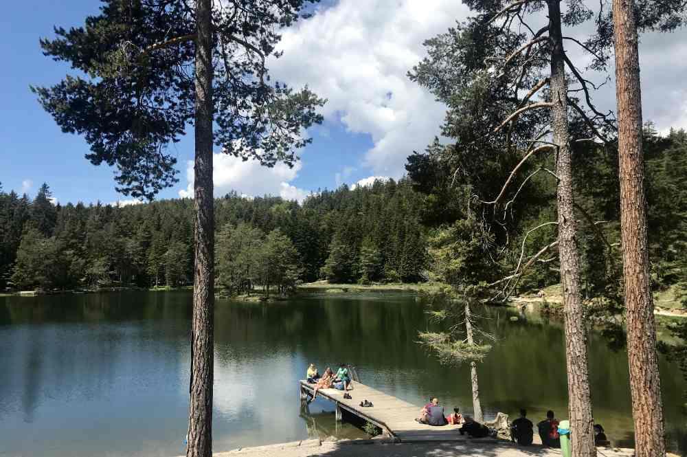 Ausflug bei Hitze mit Kindern an den Möserer See bei Seefeld in Tirol