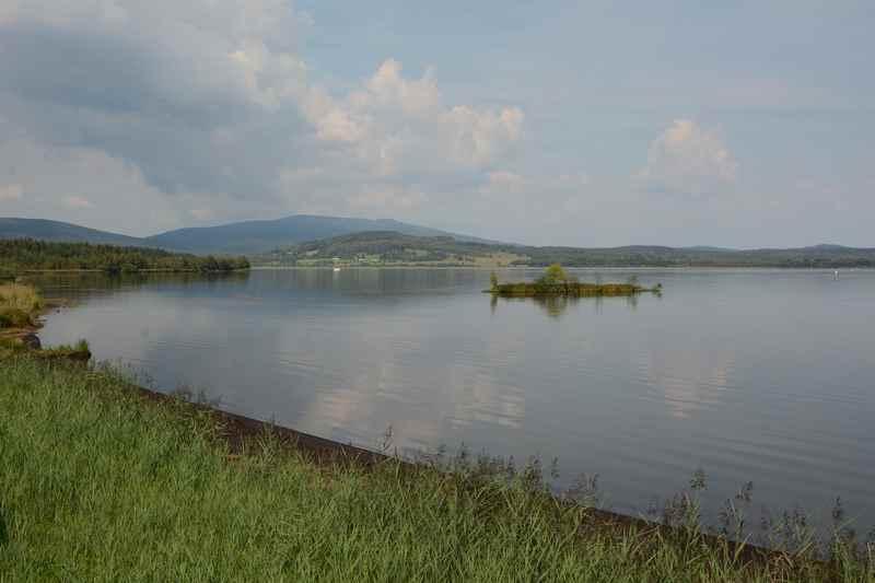 An den Moldaustausee radfahren im Familienurlaub Böhmerwald