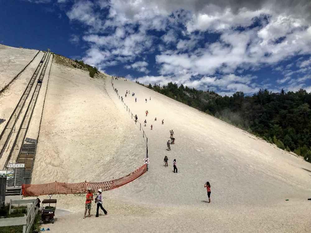 Der Monte Kaolino Hirschau - der größte aufgeschüttete Sandberg in Europa. Ein Erlebnis für Kinder mitten in der Oberpfalz