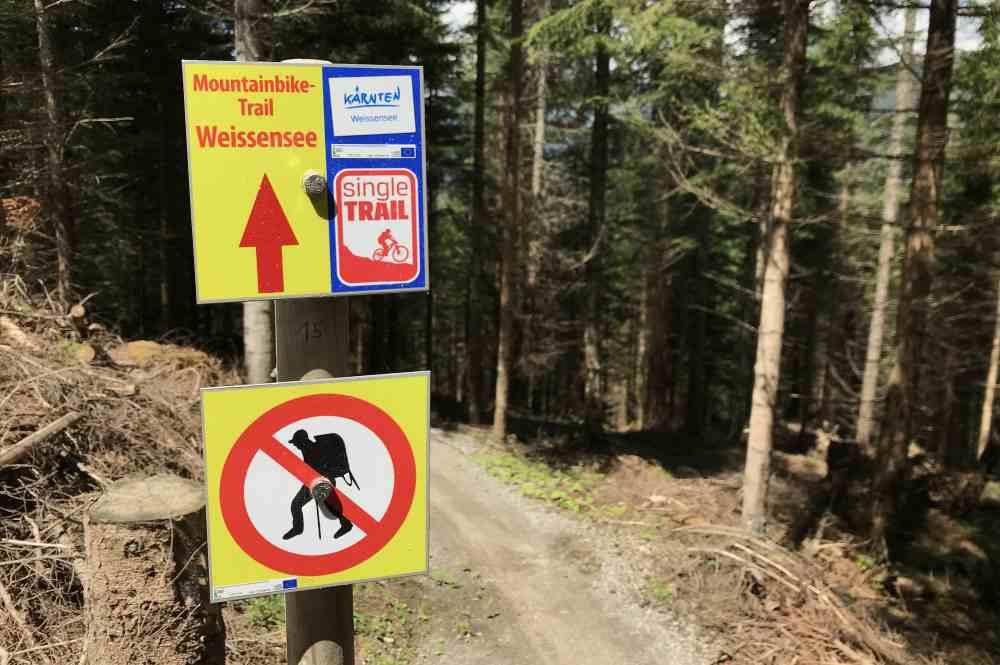 Das ist die Beschilderung des Mountainbike-Trail - nicht zu Fuß hier wandern!