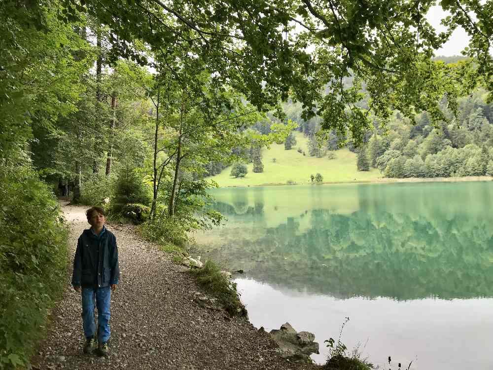 Wandern mit Kindern Münchner Hausberge: Am Alatsee wandern mit Kindern in Füssen