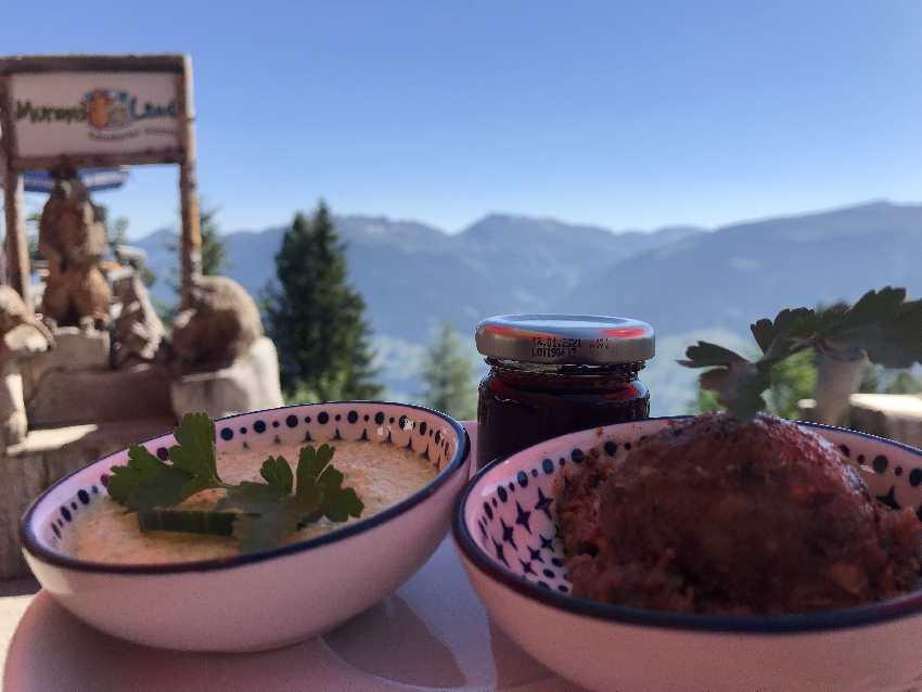 Murmelland Frühstück am Berg mit selbstgemachten Produkten