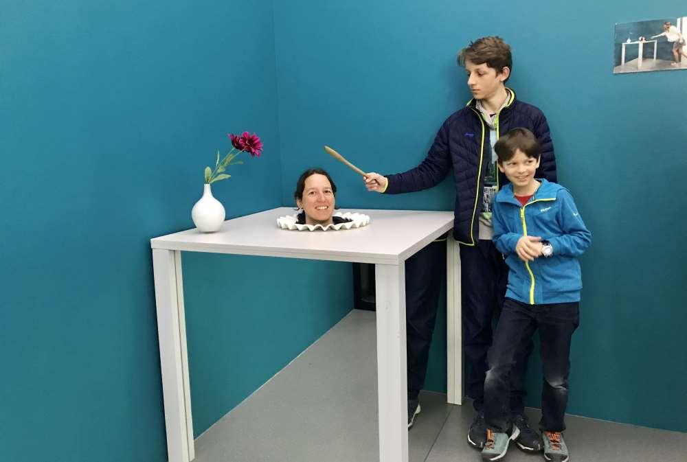 Museum der Illusioinen Wien: Der Kopf auf dem Tisch ist natürlich auch nur eine Illusion