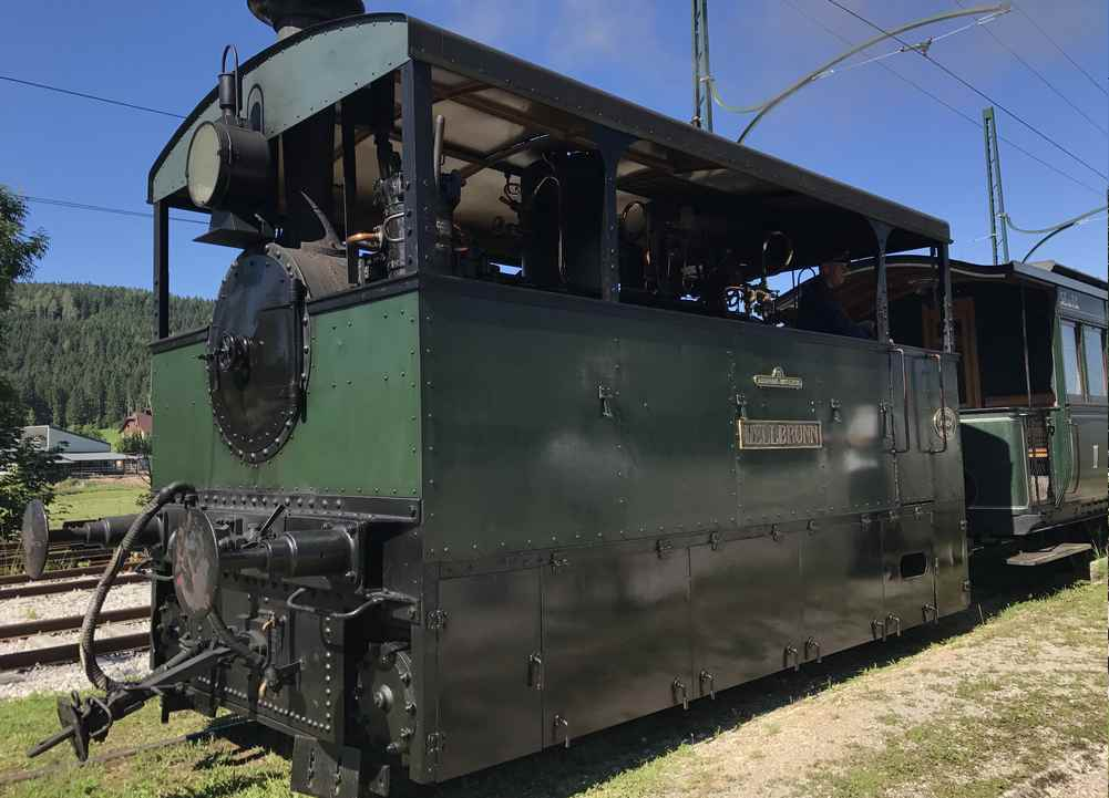 Dieser viereckige Kasten ist die Lokomotive der Museumstramway in Mariazell