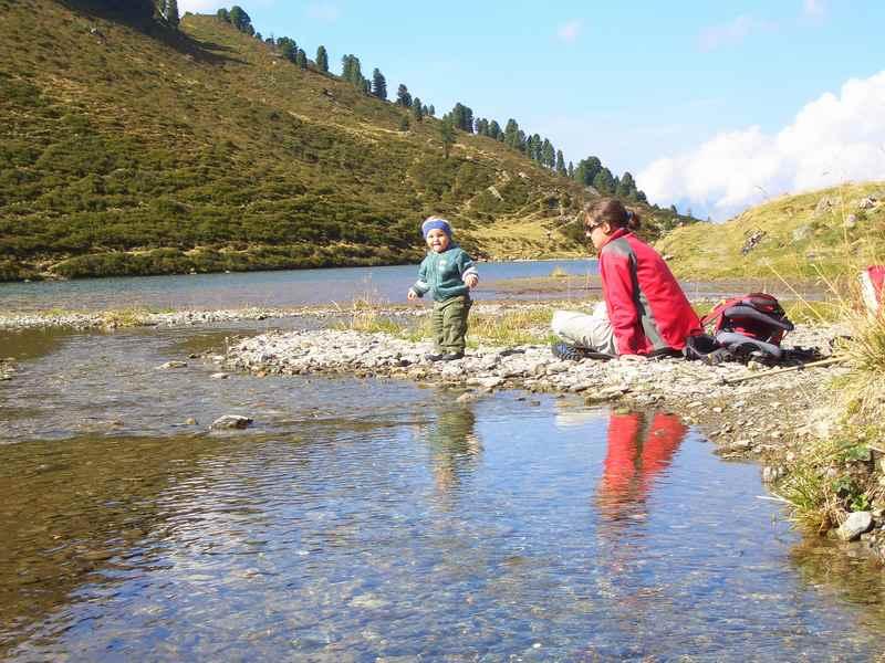 Zum Nafingsee wandern mit Kinderwagen in den Tuxer Alpen