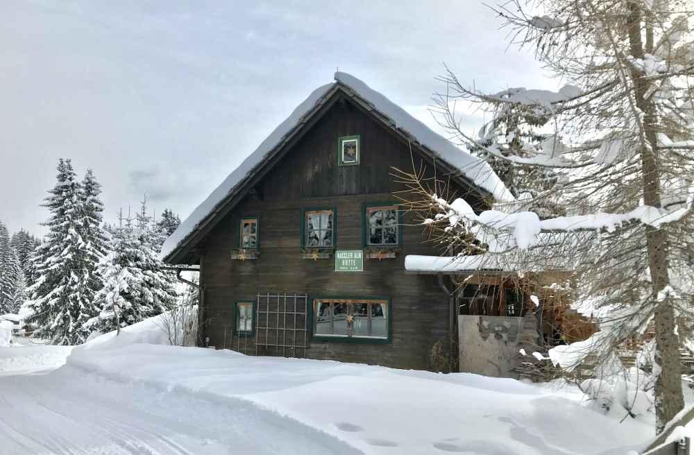 Das Ziel der Rodelbahn am Weissensee: Die Naggler Alm, auch im Winter geöffnet zum Einkehren