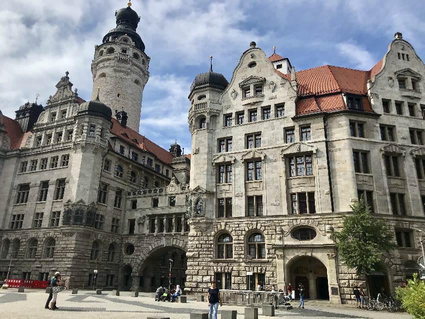 Das Neue Rathaus ist mit dem großen Turm einer der begehbaren Aussichtspunkte der Stadt Leipzig