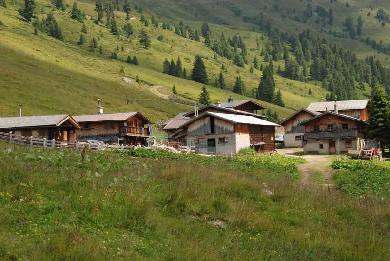 Das urige Almdorf der Nonsalm in den Tuxer Alpen