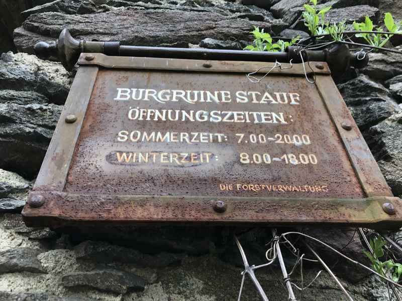 Bitte die Öffnungszeiten der Ruine Stauf beachten - es gibt ein Zeitschloß an der Türe