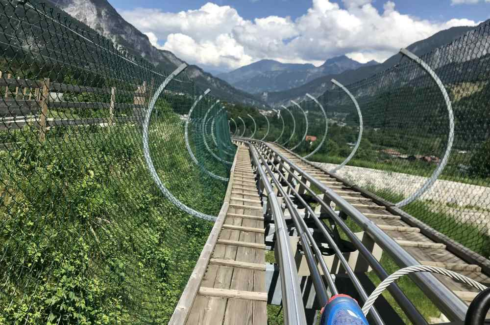 ... und danach hinein in die Sommerrodelbahn, eine der Längsten der Alpen!