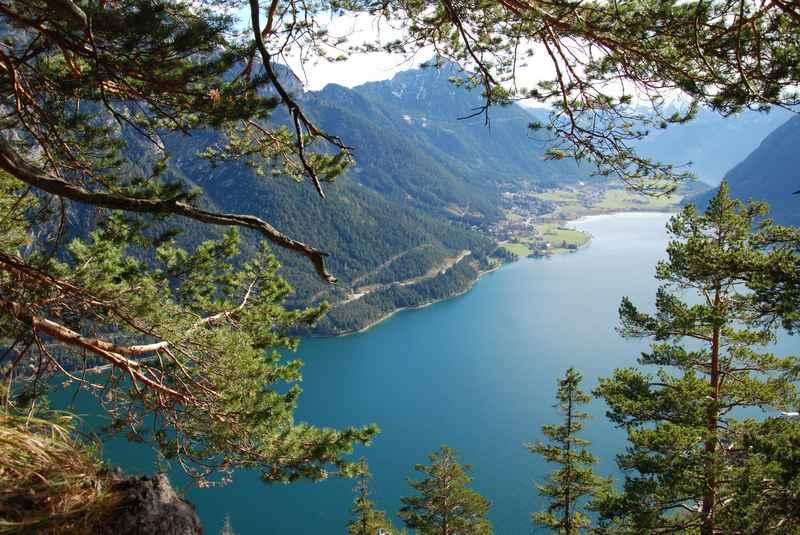 Österreich mit Kindern - die Berge des Karwendel bilden mit dem See eine tolle Kulisse