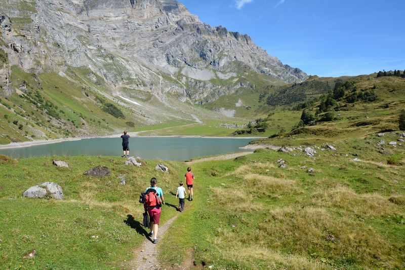 In Glarus mit Kindern am Oberblegisee - Schweiz wandern mit Kindern