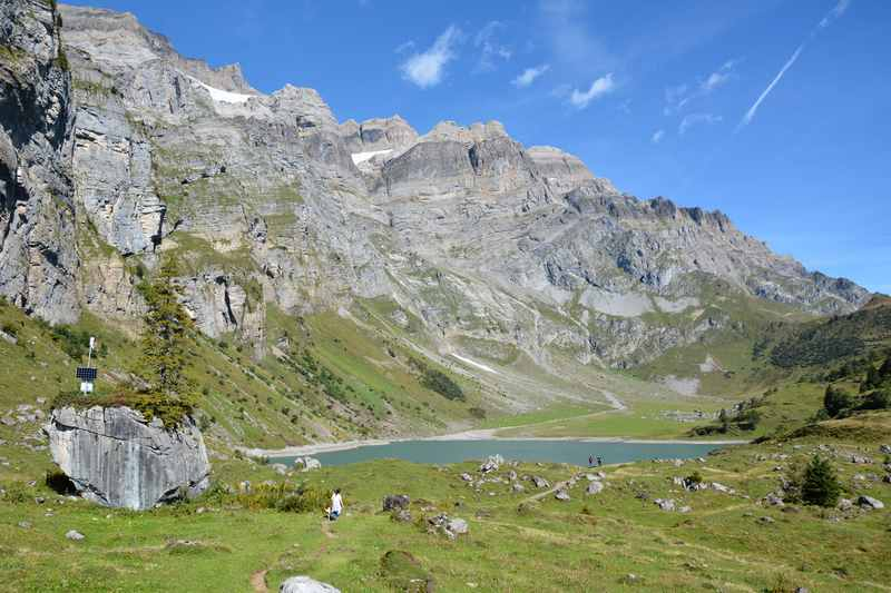 Zum Oberblegisee wandern in Braunwald, Schweiz