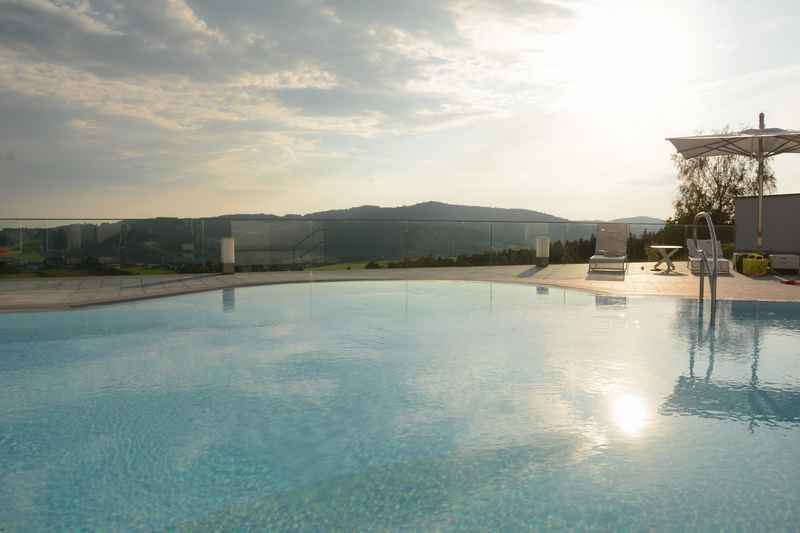 Familienhotel Oberösterreich mit viel Pool und Weitblick