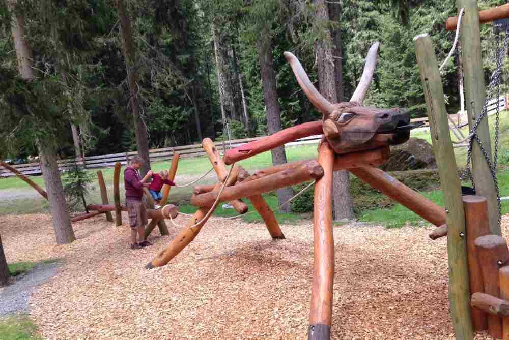 Der Spielplatz zwischen Ötztal und Kühtau - der Ochsenbrunnen. Noch ein Foto von Simone Gstraunthaler, DANKE!