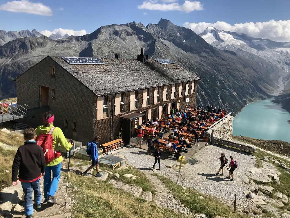 Dieser Blick ist auch bekannt: Die neue Olperer Hütte mit Gletscher und Schlegeis Speicher