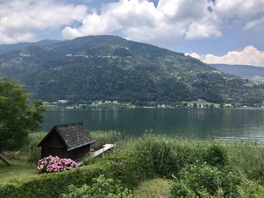 Diesen Blick geniessen wir auf unserer Radtour am Ossiacher See mit Kindern besonders
