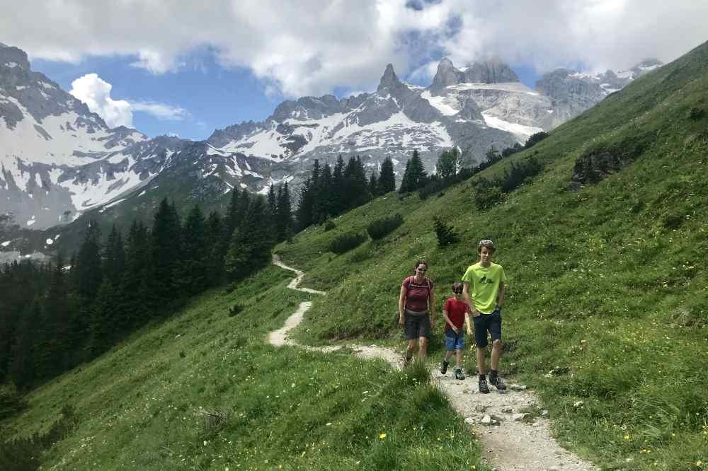 Mit diesem Panorama im Rücken wandern wir zurück zur Golm Bergstation