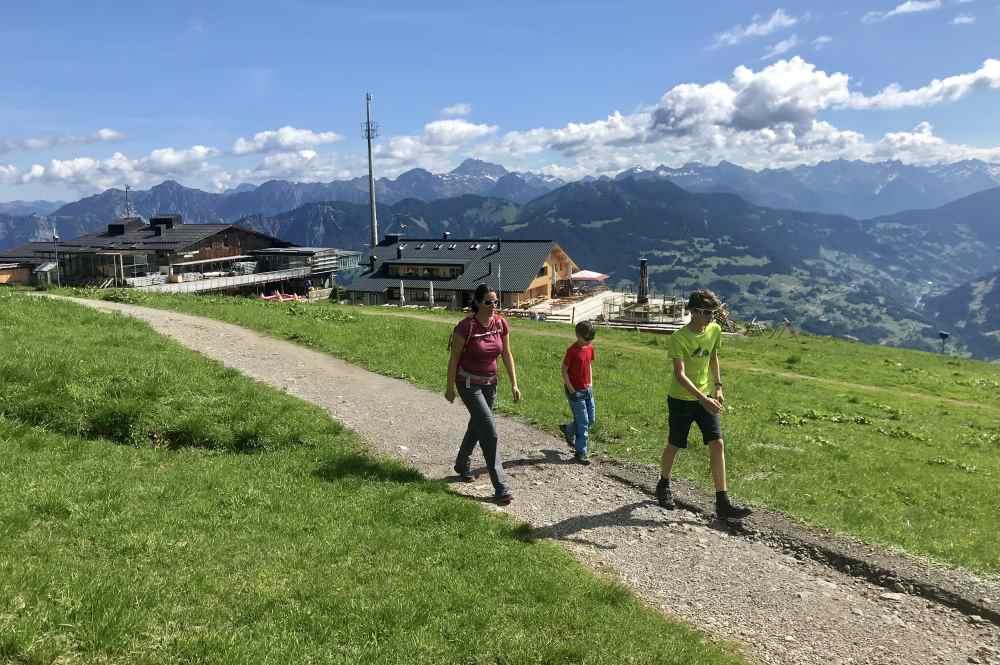 Von der Bergstation Grüneck wandern wir auf unserer Familienwanderung im Montafon los