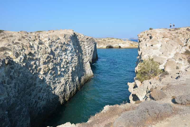 Die Klippen am Papafragas Strand auf der Insel Milos