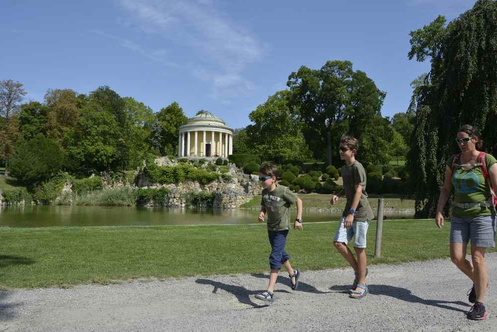 Nach dem Schlossbesuch noch in den Park für einen Spaziergang im herrschaftlichen Grün