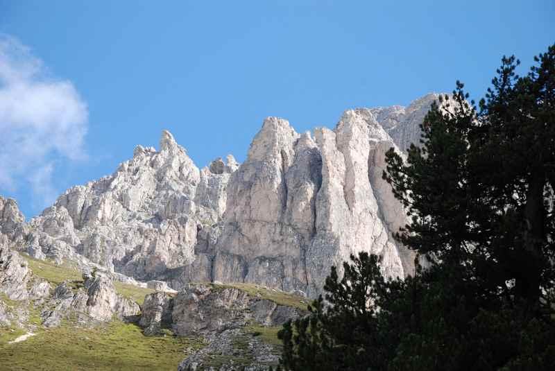 Bei der Peitlerscharte in den Dolomiten wandern mit Kindern