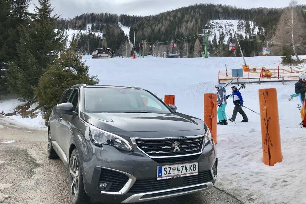 Bad Kleinkirchheim Skigebiet: Mit dem Auto können wir direkt an die Skipiste bei der Nockalmbahn fahren