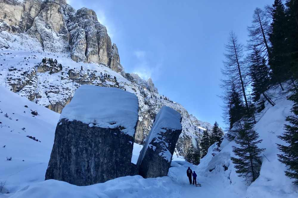 Rodeln Stubaital: Wir gehen hinauf zur Pinnisalm und erfreuen uns an dieser tollen Berglandschaft in Tirol