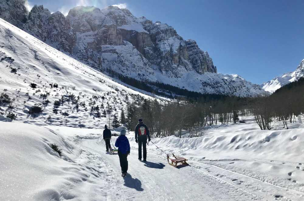 Rodeln Stubaital: So schön ist unsere Winterwanderung durch das Pinnistal in Tirol
