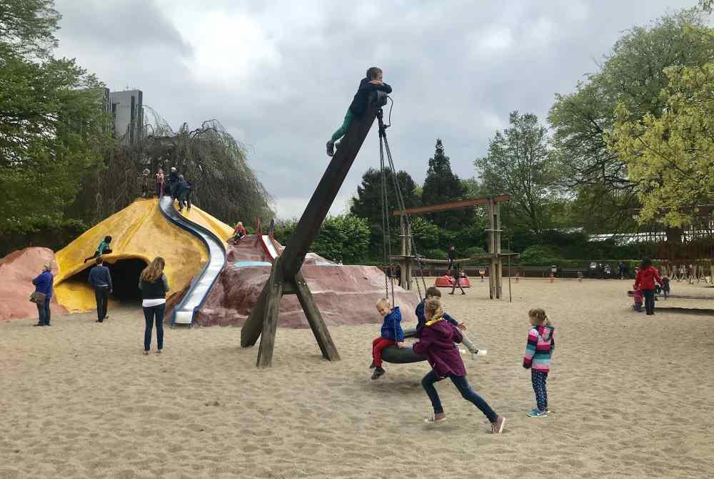 Tolle Spielplätze in Hamburg mit Kindern - hier: Planten un Blomen