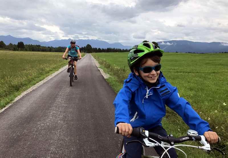 Radreisen mit Kindern - wir geniessen es auf dem Fahrrad die Landschaft zu entdecken