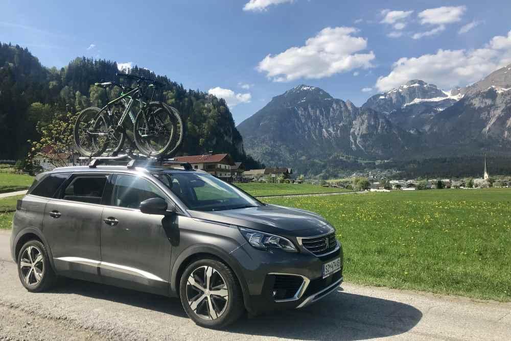 Bis zum Eingang des Zillertals geht´s mit dem Auto, danach weiter mit dem Fahrrad