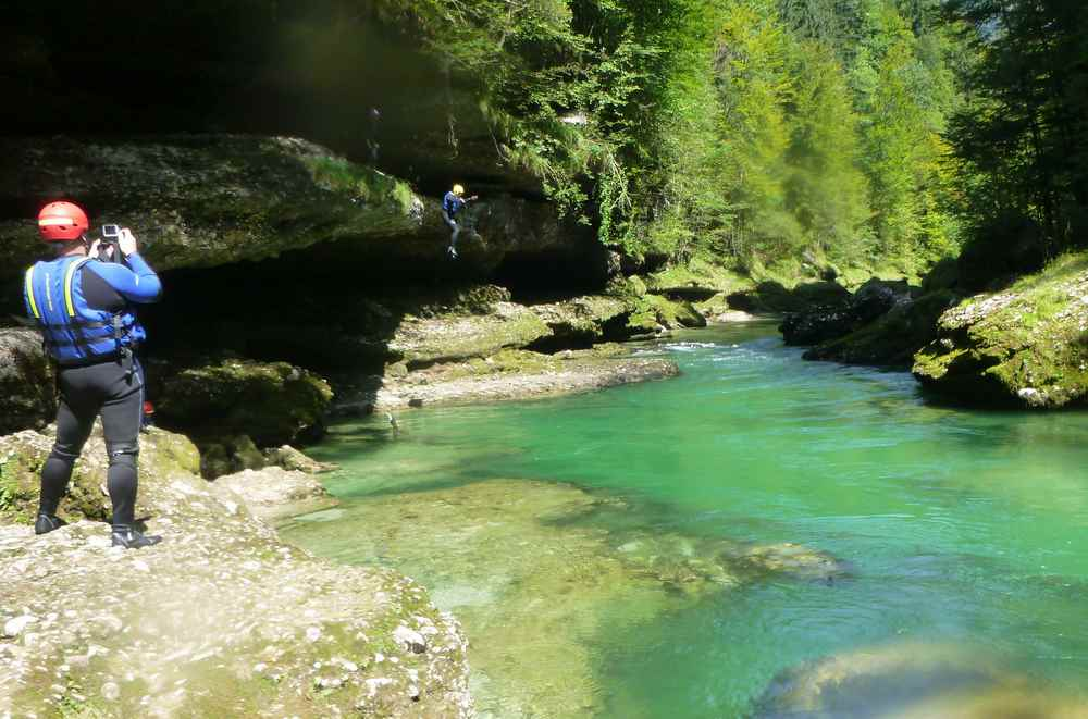 Ausflugsziele Steiermark mit Kindern: Das fanden die Kinder extrem cool: Rafting auf der Salza im Nationalpark Gesäuse mit Badestopp und Klippenspringen