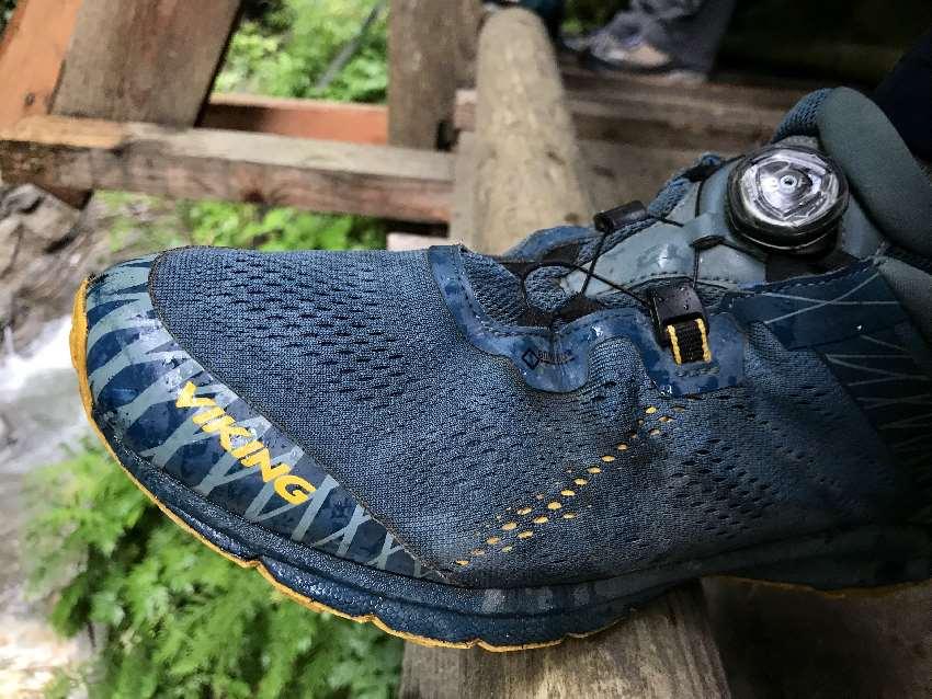 Raggaschlucht Ausrüstung: Wanderschuhe mit rutschfester Sohle, müssen keine Wanderstiefel sein, halbhohe Schuhe reichen uns.
