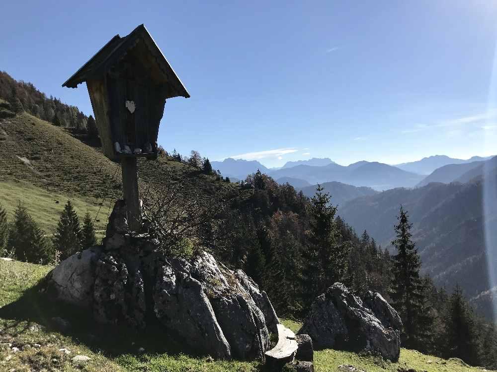 Der Blick bei der vorderen Ranggenalm hinaus aus dem Kaiserbachtal