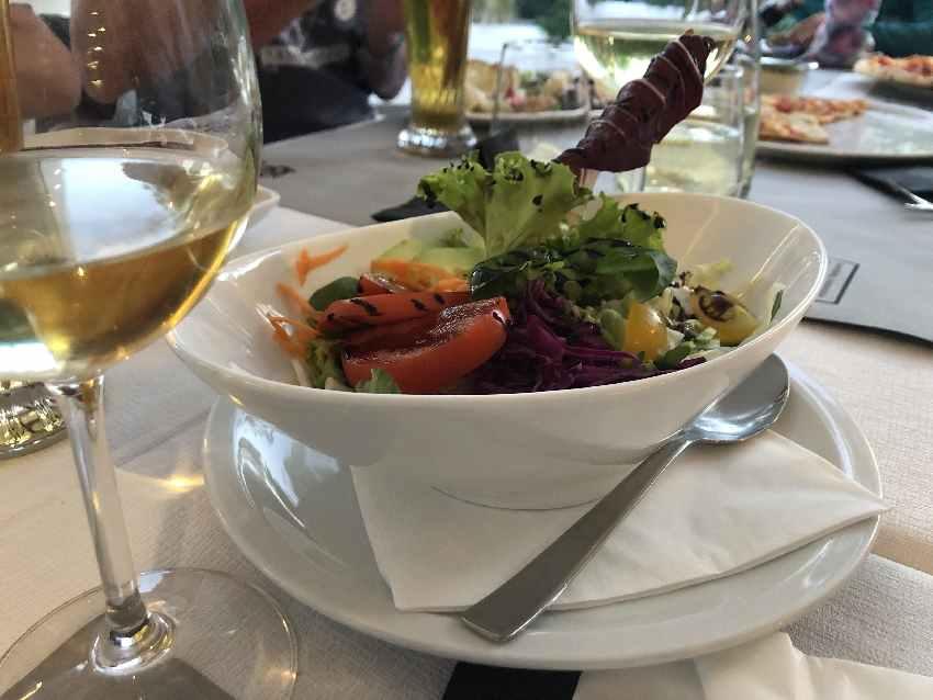 Essen im Restaurant Europa Camping Village: Salat für die Erwachsenen...